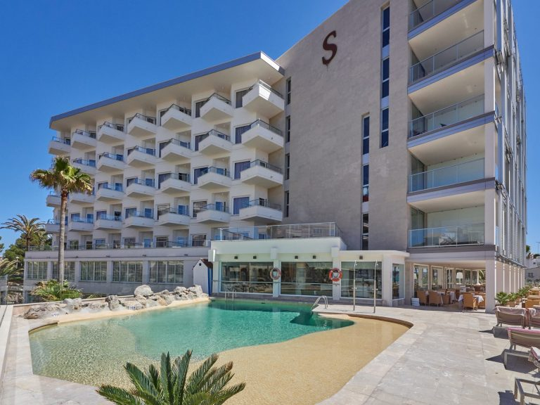 Pure Salt Garonda Hotel 5* (adults only)