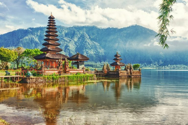Oferta speciala Emirates: bilet avion Bucuresti - Bali
