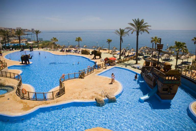 Holiday World Resort 4* (sau similar)
