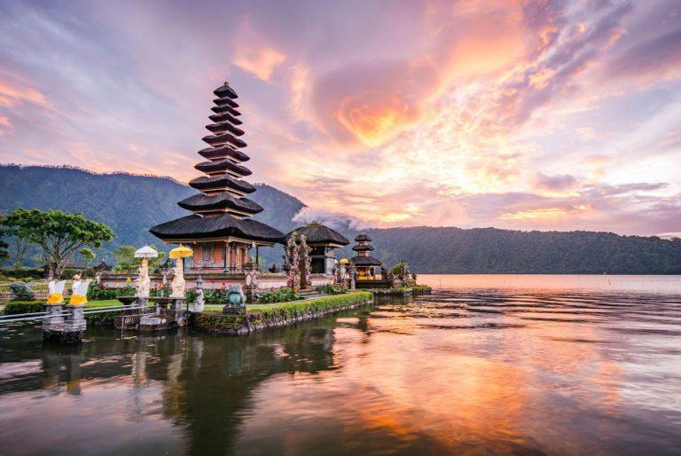 Oferta speciala Qatar: bilet avion Bucuresti - Bali