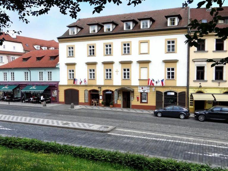 1 Mai la Praga - U Krize Hotel 3*