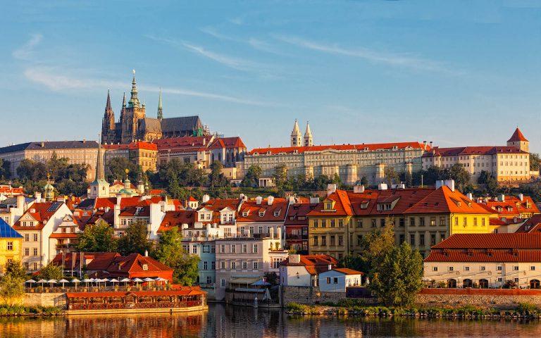Oferta speciala de iarna de la Tarom: bilet avion Bucuresti - Praga