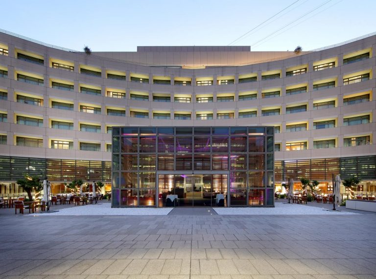 City Break la Barcelona - Eurostars Grand Marina Hotel 5*