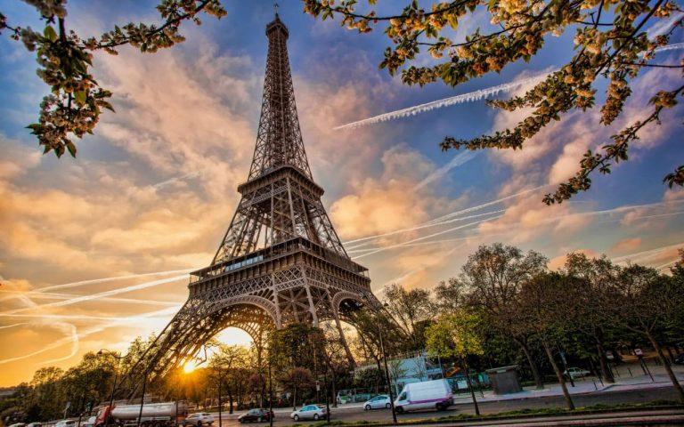 Zboara cu Air France spre orasul dragostei: bilet avion Bucuresti - Paris