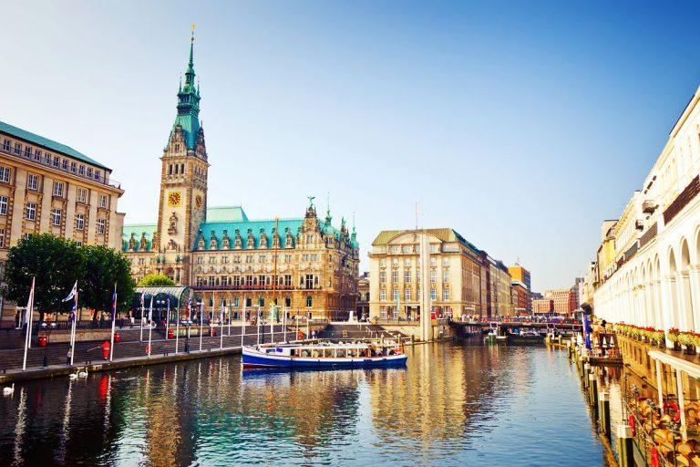 Oferta Sarbatorilor de Iarna de la Tarom: bilet avion Bucuresti - Hamburg