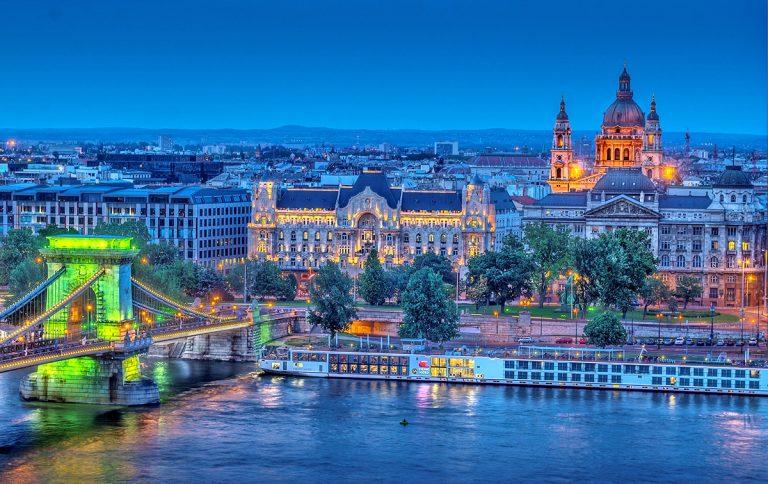 Oferta Sarbatorilor de Iarna de la Tarom: bilet avion Bucuresti - Budapesta