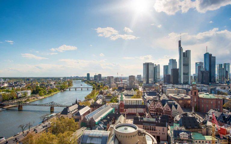 Oferta Sarbatorilor de Iarna de la Tarom: bilet avion Bucuresti - Frankfurt