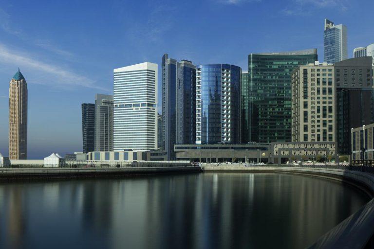 La shopping in Dubai - Radisson Blu Hotel, Dubai Waterfront 5*