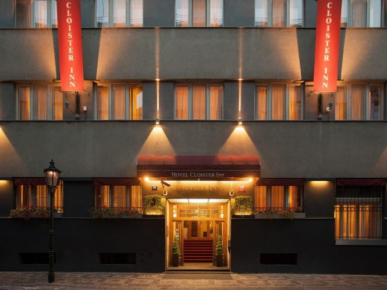 Queen in concert la Praga - Cloister Inn Hotel 3*