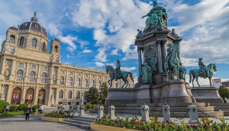 Oferta speciala de la Austrian: bilet avion Bucuresti - Viena