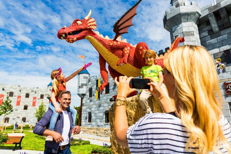 LEGOLAND® Knight, King & Dragon Castle 4*