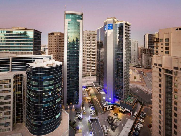 1 Decembrie in Dubai - TRYP by Wyndham Dubai Hotel 4*
