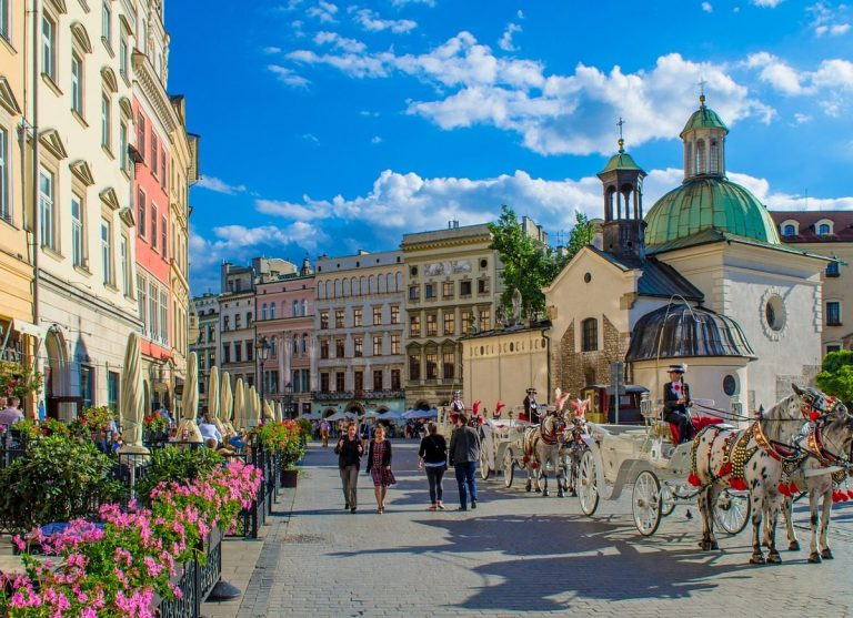 Oferta promotionala de la Lot Polish Airlines: bilet avion Bucuresti - Cracovia