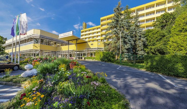 Hunguest Hotel Helios 3*