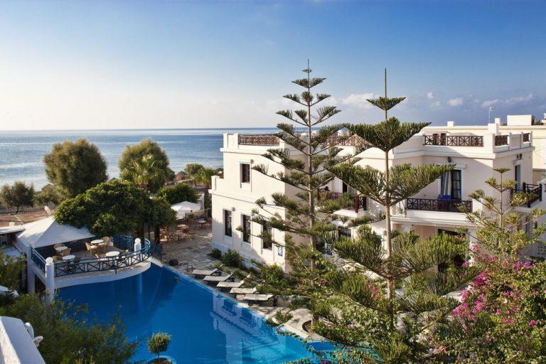 Early booking vara 2021 Santorini - Veggera Beach Hotel 4*