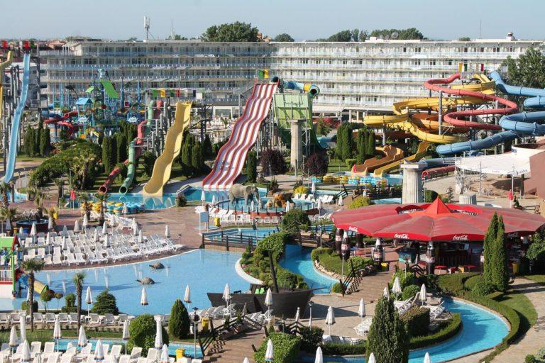 Aqua Nevis Hotel & Aqua Park 4*